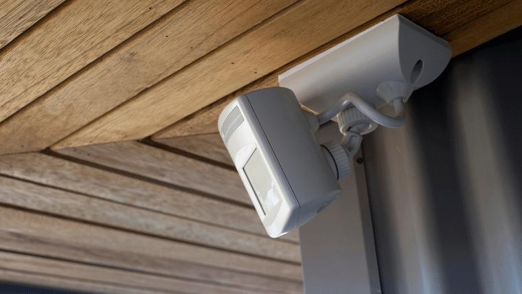 空き巣絶望!】ホームセキュリティの窓センサー最新5選<防犯効果アリ!>